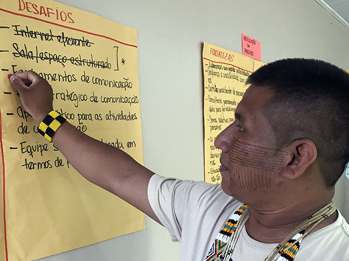 A member of Conselho Indígena de Roraima, an indigenous organization in Brazil, takes part in an institutional strengthening plan workshop. (Photo: Monica Romo/USAID)