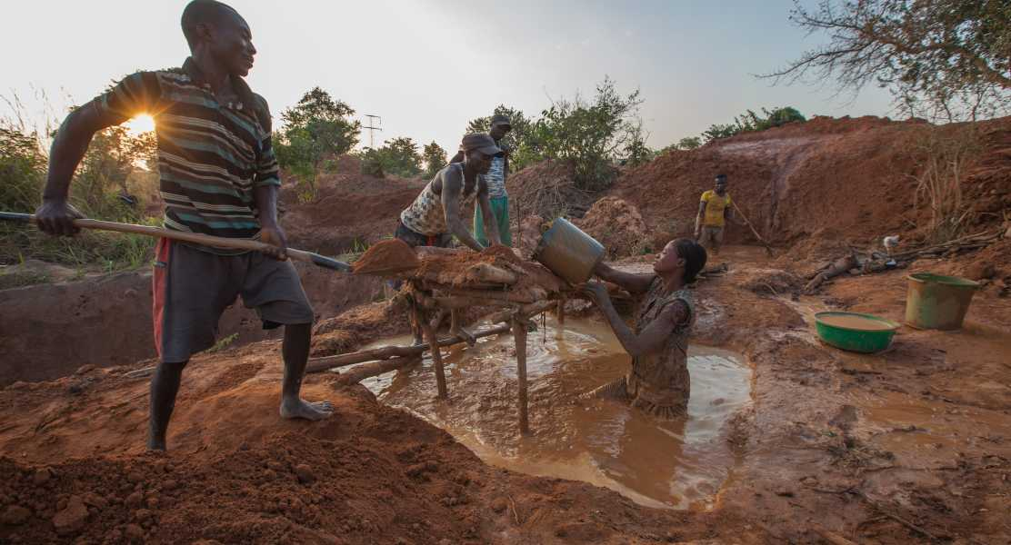 Men and women hard at work at a mine site in the Democratic Republic of Congo.