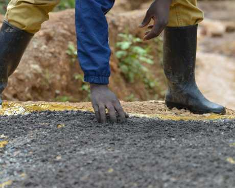 An artisanal miner at work in DRC. (Credit: Pact)