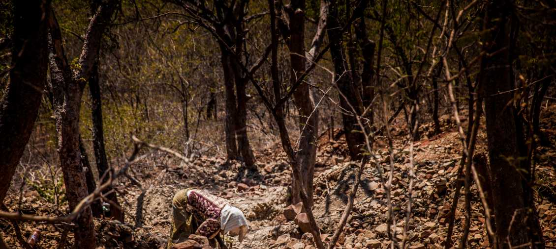 An artisanal miner works in Zimbabwe. (Photo: Maggie Dougherty/Pact)