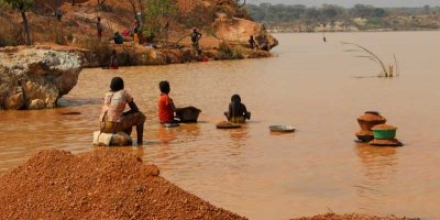 Miners, including children, washing minerals in DRC