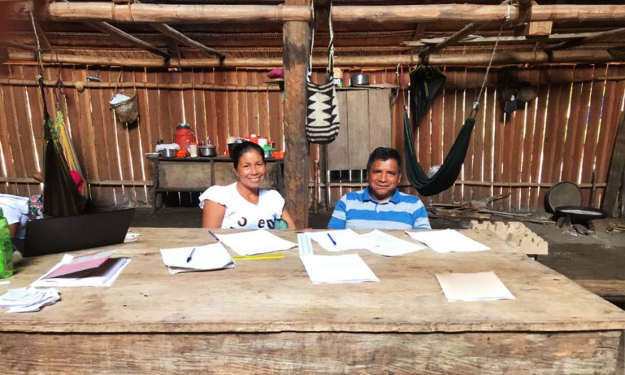 Angie Pijachi (Peña Roja community secretary) and Eladio Moreno (current legal representative of the Nonuya Villazul Indigenous Reservation) during a general assembly. (Photo: FCDS)
