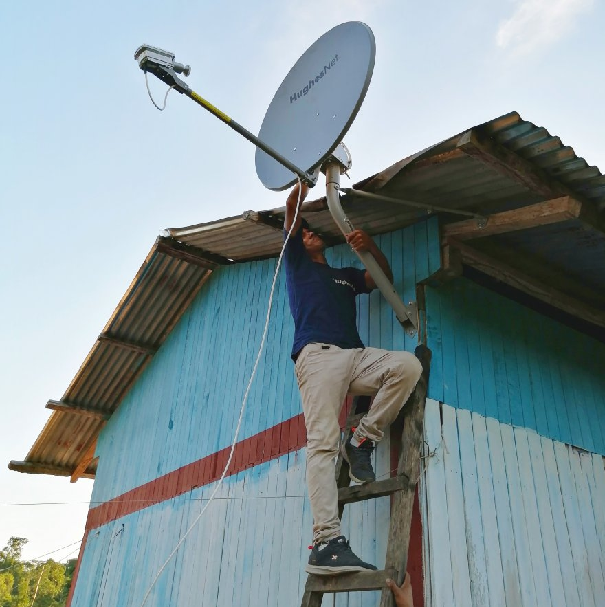 A satellite internet antenna is installed in one of UNAY's communities in the Pasco region. (Credit: Instituto del Bien Común)