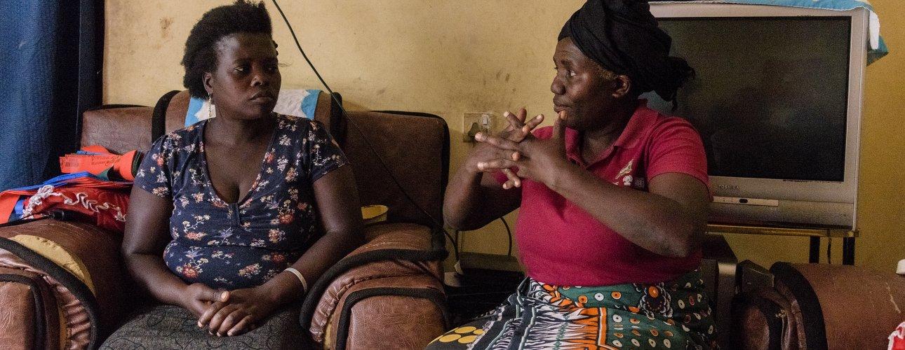 A Kizazi Kipya community case worker conducts a home visit. (Credit: Michael Goima/Pact)